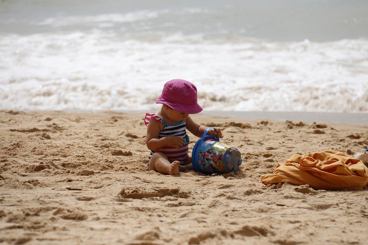 babával, kisgyerekkel a strandon